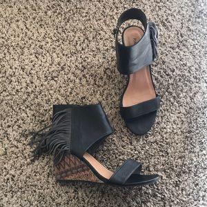 Grey fringed wedged heels